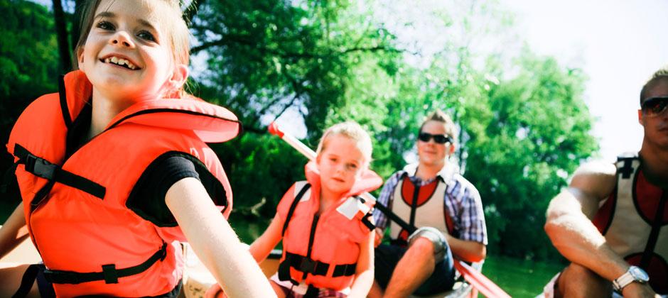 girls-canoe